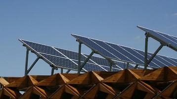 Csökkentsd céged, intézményed költségeit napelemmel!